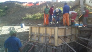 Manhole pour crossing the Xhora River